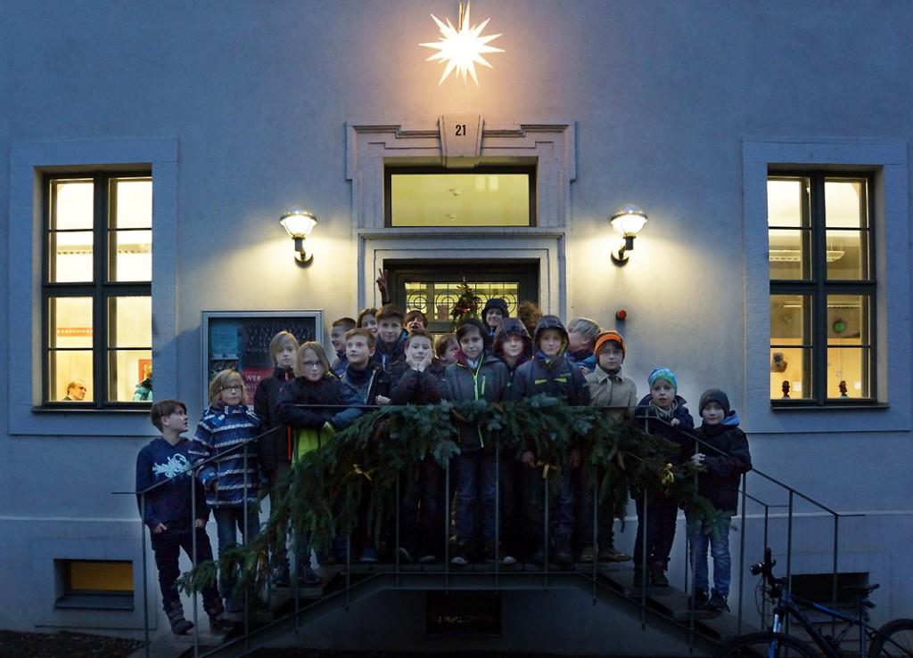 Herrnhuter Weihnachtsstern am Chorhaus